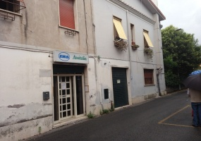 Locale Commerciale 50m2 Guidonia
